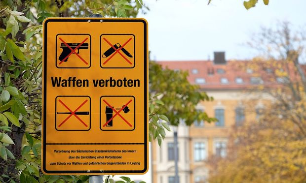 Waffenverbotszone in der Leipziger Eisenbahnstrasze Offizielle Einfuehrung der Waffenverbotszone in d