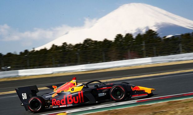 Dreht in Japan seine Runden: Red-Bull-Pilot Lucas Auer.
