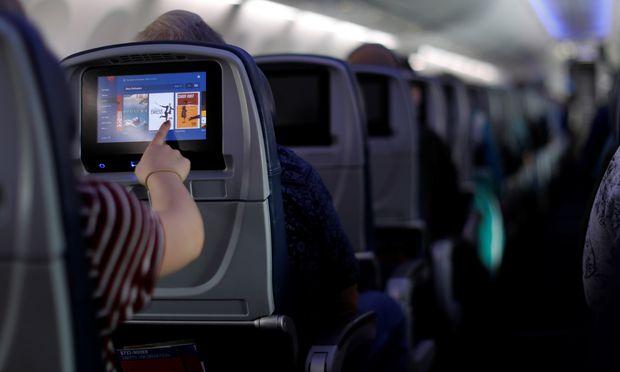 Alle drei Stunden ist laut Easa die Sicherheit eines Flugs in der EU durch aggressive Passagiere bedroht.