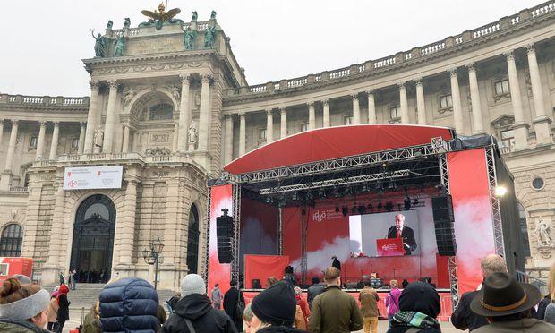 Die Festreden wurden auf dem Heldenplatz übertragen.