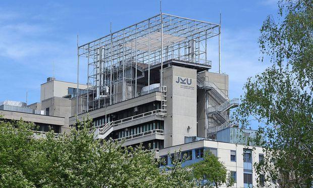 Somnium, Dachaufbau in Linz