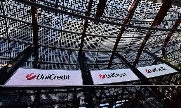 Allein die UniCredit plant die Streichung von 3900 Stellen. / Bild: APA/AFP/GIUSEPPE CACACE
