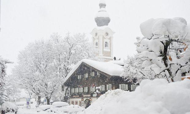 Zauchensee ist ein Schneeloch, in dem die Saison früh beginnt und spät endet. Altenmarkt gefällt mit seiner historischen Substanz. Winterwanderungen führen in den adventlichen Wald.