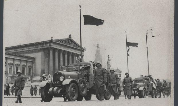 Der Trauerzug für die Gefallenen der Exekutive auf der Ringstraße vor dem Parlament.