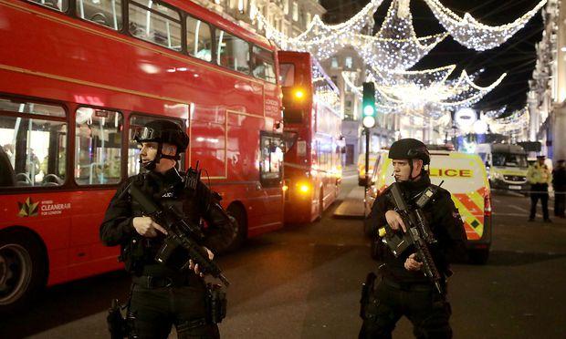 Die Polizei behandelte den Vorfall zunächst wie einen Terroranschlag