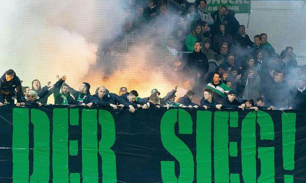 Rapid-Fans beim Cup Spiel in St. Pölten am 5. April