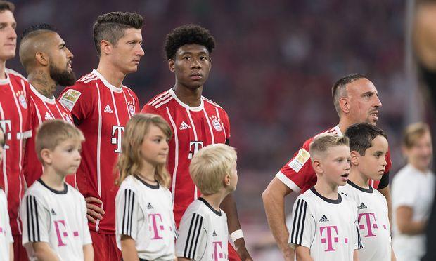Mann raubt Kind signiertes FC-Bayern-Trikot