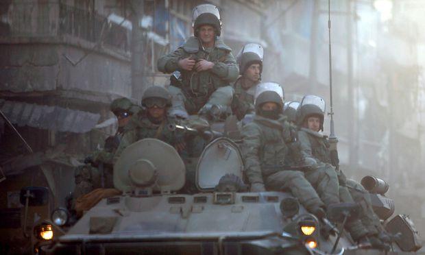 Russen auf Radschützenpanzer in Aleppo, Frühjahr 2017