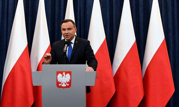 Polens Präsident Andrzej Duda hat ein umstrittenes Holocaust-Gesetz unterschrieben