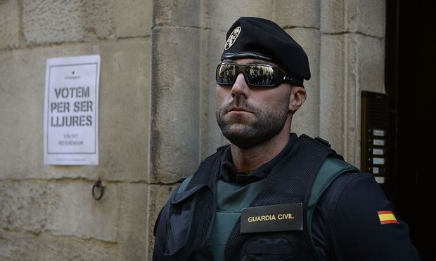 Mann der Guardia Civil in Barcelona