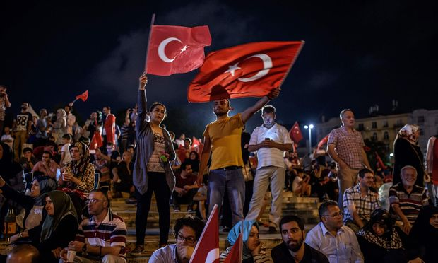 TOPSHOT-TURKEY-POLITICS-MILITARY-COUP-DEMO