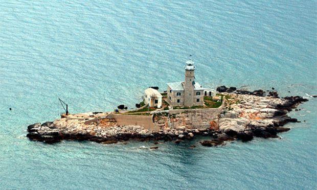 Beim Fischen hilft der Leuchtturmwärter: Kroatien-Urlaub im Leuchtturm.
