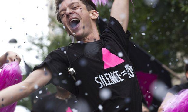 Act-Up-Aktivist Sean (Nahuel Pérez Biscayart) demonstriert gegen das gesellschaftliche Schweigen.