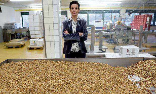 Die Linzerin Karin Reindl pendelt täglich zu ihrer Fabrik im Süden von Wien.