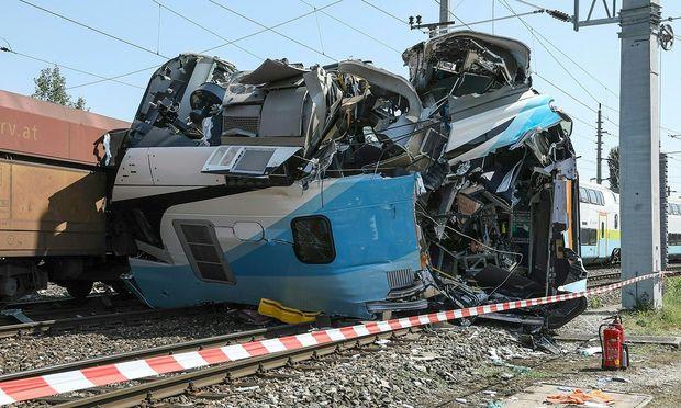Am Triebfahrzeug der Westbahngarnitur entstand erheblicher Sachschaden.