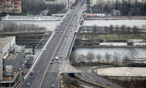 Die Reichsbrücke.