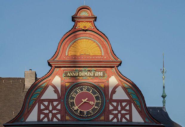 Posse ums Glockenspiel des Limburger Rathauses