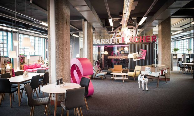 Coworking und Hotelanmutung: Entree des Office-of-the-Year-Gewinners 2017, Lunik2.
