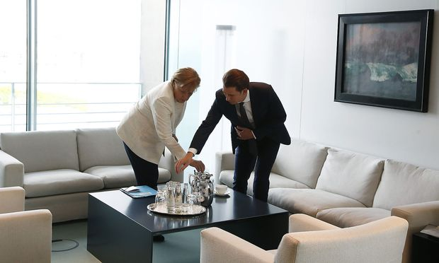 Kanzler Kurz und Kanzlerin Merkel beim Arbeitsgespräch im Bundeskanzleramt in Berlin.