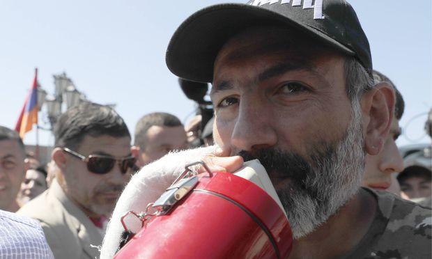Ministerpräsident Sargsjan tritt nach Protesten zurück