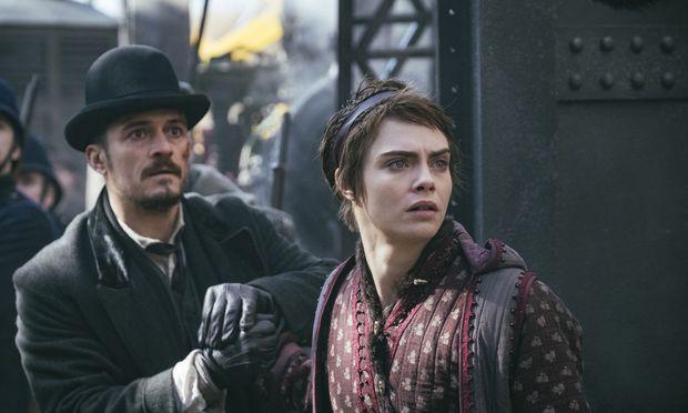 Inspektor Philo (Orlando Bloom) liebt die Fee Vignette (Cara Delevingne). Eine Mesalliance.