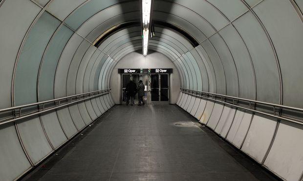 Angstraum U-Bahn? Eine neue Security-Truppe soll Präsenz zeigen und so das subjektive Sicherheitsgefühl erhöhen. / Bild: (c) Die Presse (Clemens Fabry)