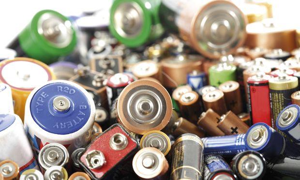 Hazardous waste batteries PUBLICATIONxINxGERxSUIxAUTxHUNxONLY 04310CS U