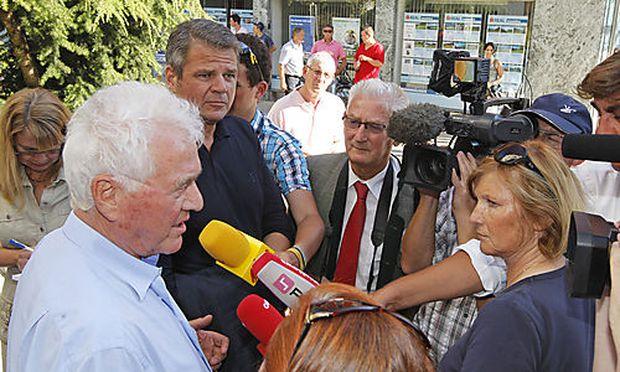Stronach trat in Spittal an der Drau vor die Presse.
