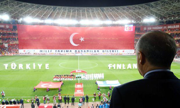 Präsident Erdogan bei einem WM-Qualifikationsspiel der Türkei