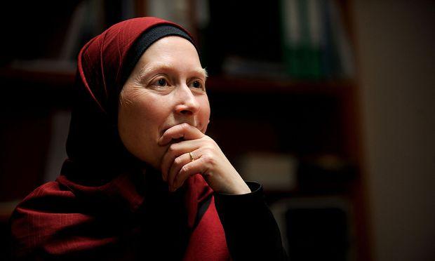 Carla-Amina Baghajati kritisiert die Kopftuch-Fatwa
