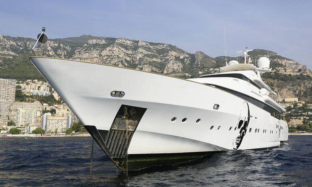 Motoryacht Indigo Star vor Anker vor Monaco Die 38 Meter lange Yacht wurde 1995 von der italienisch