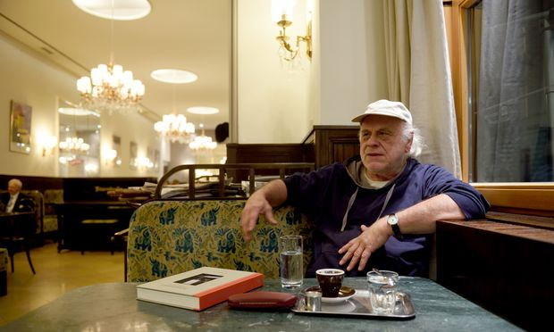 Sepp Dreissinger kommt fast täglich ins Weimar. Wenn ein Handy läutet, geht er.