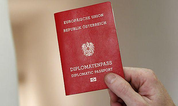 Die Vergabe des begehrten Diplomatenpasses soll eingeschränkt werden
