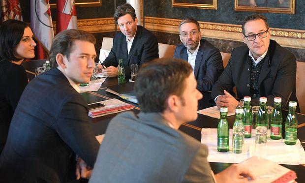 Die Koalitionsverhandler von ÖVP und FPÖ setzen auf Flexiblere Arbeitszeiten der Österreicherinnen und Österreicher.