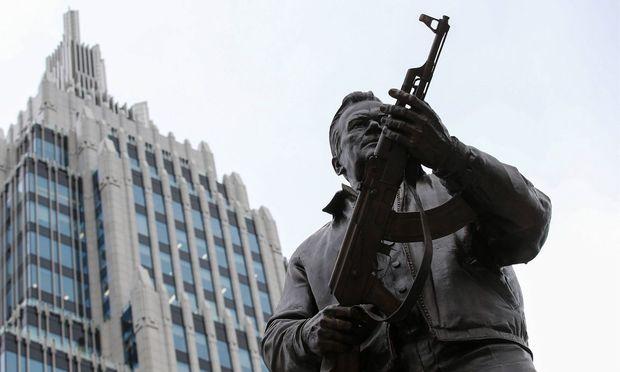 Symbolbild: Statue von Michail Kalaschnikow in Moskau