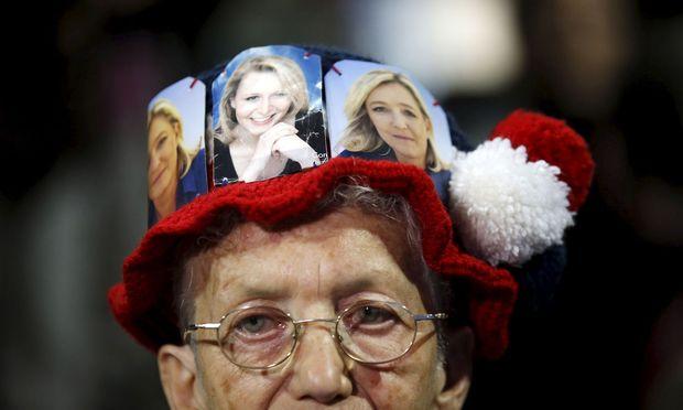 Und wieder ist er da, der alte Disput: Ist das Volk zu dumm für die Demokratie? Im Bild ein Fan der Familie Le Pen.