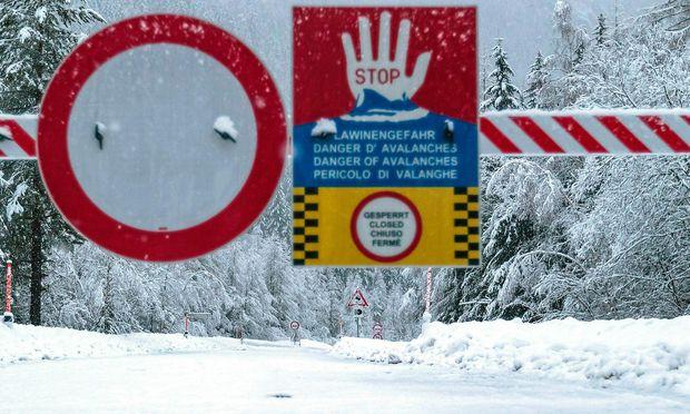 Ausnahmesituation in St. Anton - Ort nicht mehr per Auto erreichbar