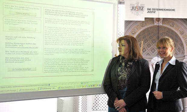 Die Leiterin der Wirtschafts- und Korruptionsstaatsanwaltschaft Ilse-Maria Vrabl-Sanda und Justizministerin Beatrix Karl