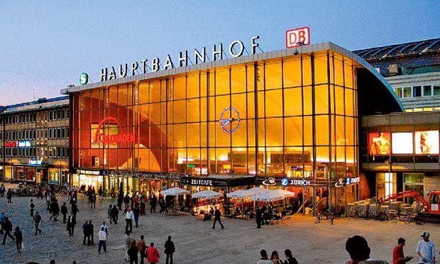 Bahnhofsvorplatz. Silvester 2015/16 sitzt den Kölnern noch in den Knochen.