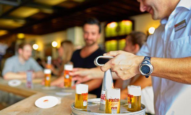 """Kölsch. Brauereibesuche sind Pflicht- programm, hier bei """"Früh am Dom""""."""