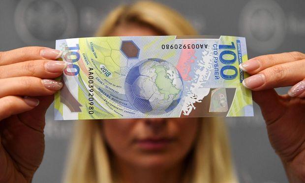 Ein Rubelschein im WM-Design