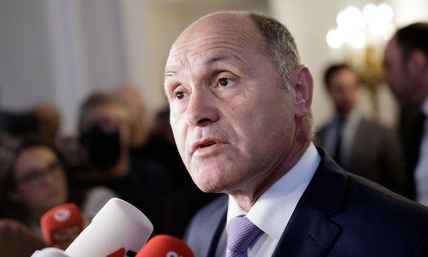Innenminister Wolfgang Sobotka gerät unter Druck.