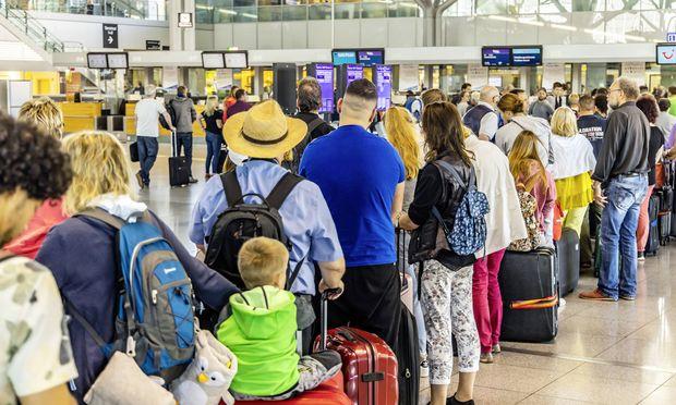 DEU Deutschland Baden W�rttemberg Stuttgart 07 06 2019 Volle Terminals zum Auftakt der Pfingstf
