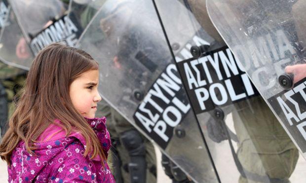 Griechische Parteichefs schwoeren Abgeordnete