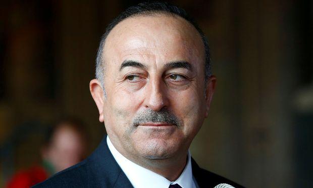 Der türkische Außenminister Cavusoglu hat mit Außenministerin Kneissl telefoniert.