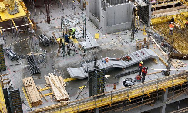 Symbolbild. Deutsche Bauarbeiter verdienen künftig mehr - dank Schlichterspruch.