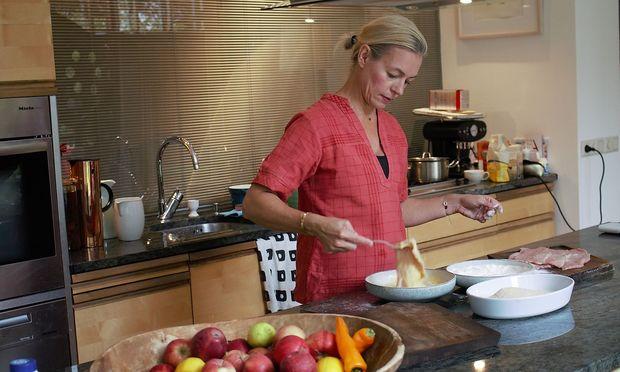 Alexandra Palla in der Küche.