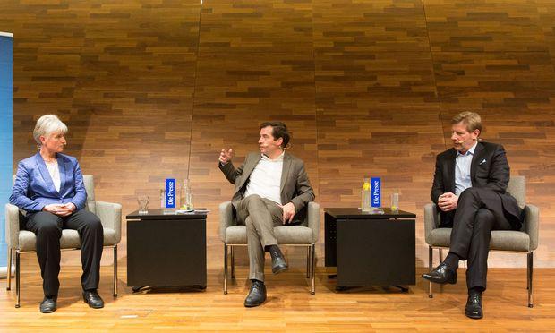 """WU-Professorin Ulrike Schneider, """"Presse""""-Chefredakteur Rainer Nowak und Premi- QaMed-Geschäftsführer Julian Hadschieff diskutierten an der WU über die ökonomischen Aspekte der Langzeitpflege."""