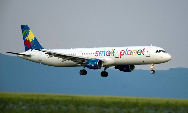 Small Planet Airlines Germany D ASPC Anflug von Small Planet Airlines Germany D ASPC ein Airbus A3