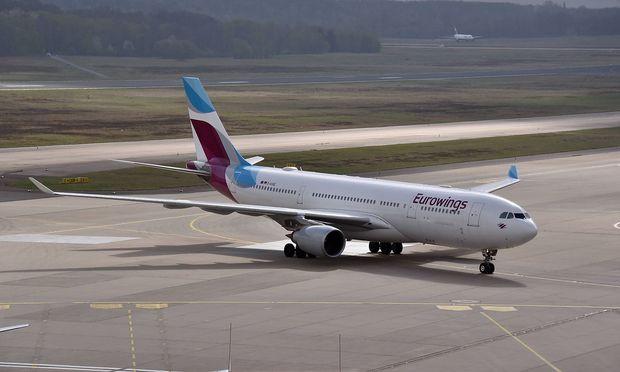 ein Airbus 330 der Eurowings auf dem Rollfeld aufgenommen am 06 04 2017 in K�ln am K�ln Bonn Airport
